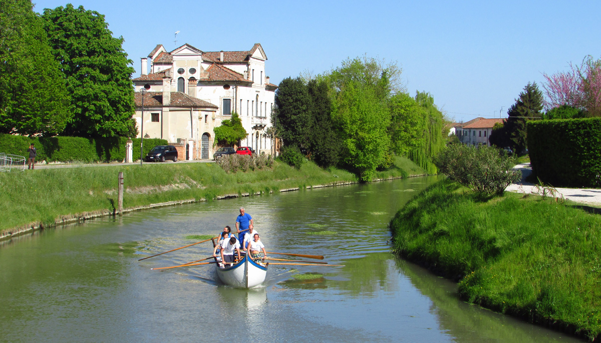 The channel to reach Venice, end of the bike tour