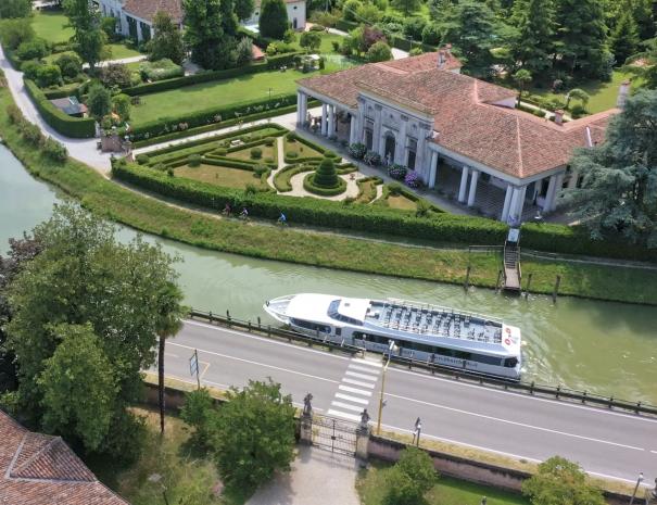 Burchiello boat takes us to Venice