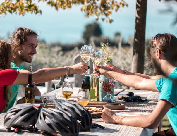 refreshing break during bike tour by Lake Garda